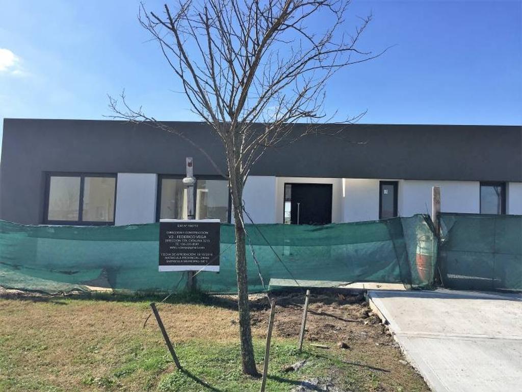 Casa en Venta - U$S 220.000 - El Cantón Puerto