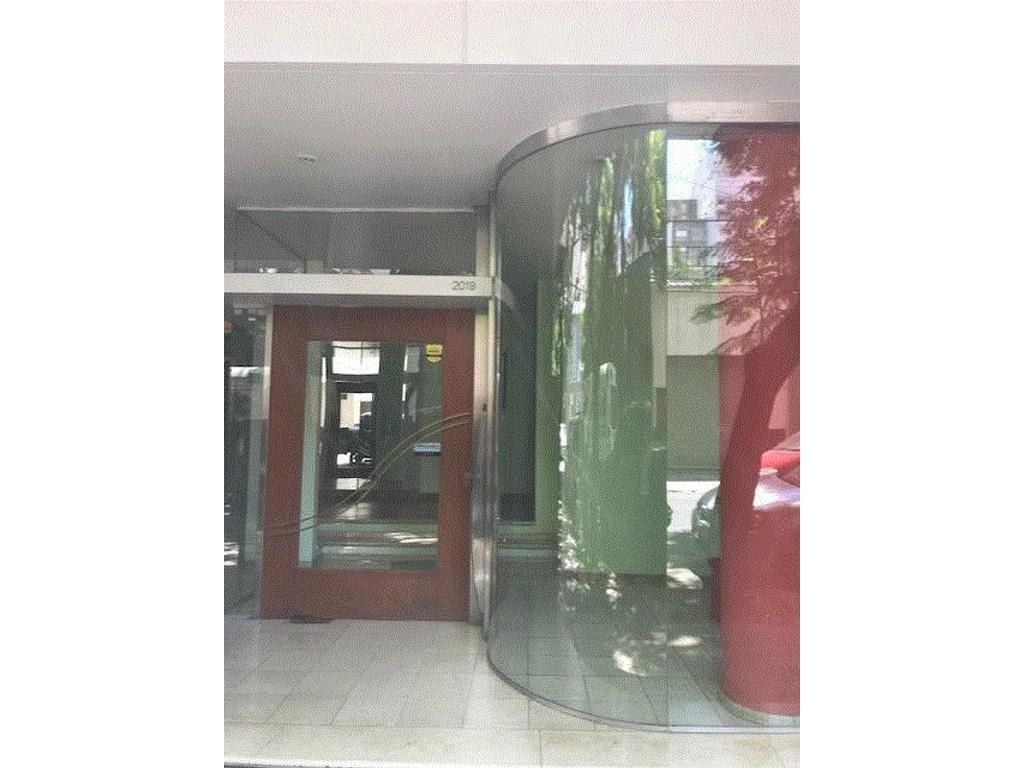 Excelente depto ubicado a 1 cuadra del Rio y a metros de oroño, dos dormitorios.