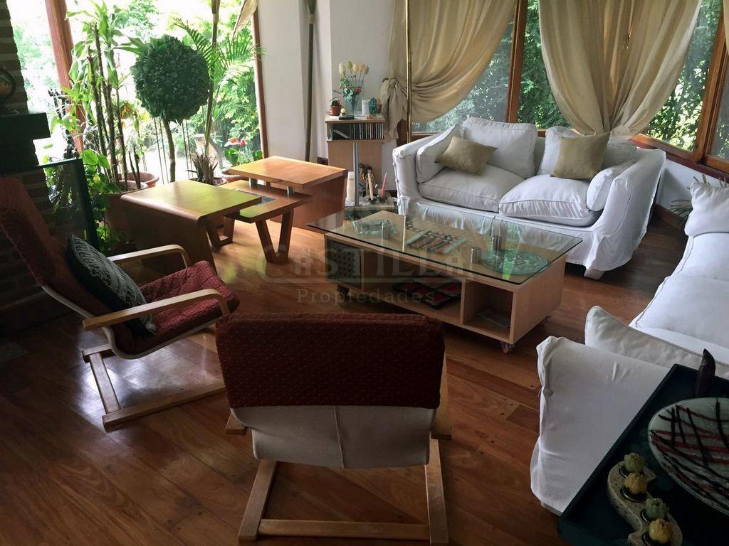 Venta de importante casa en Barrio Country Club Aranzazu