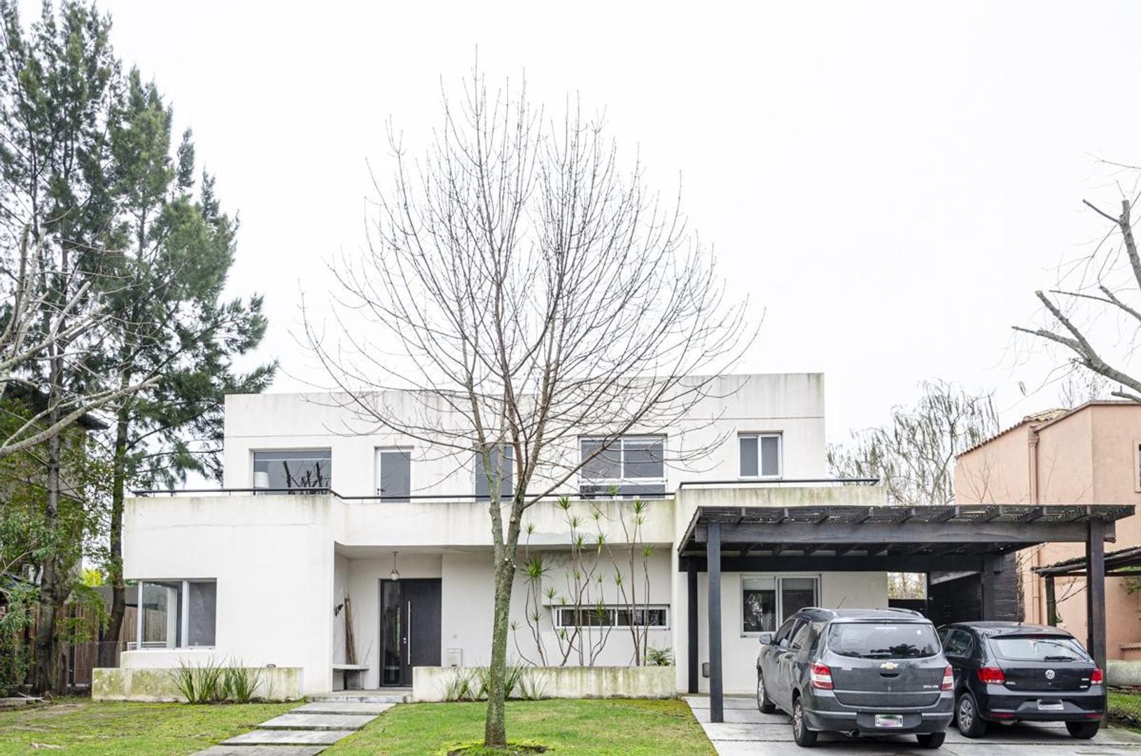 Casa en Venta - USD 690.000