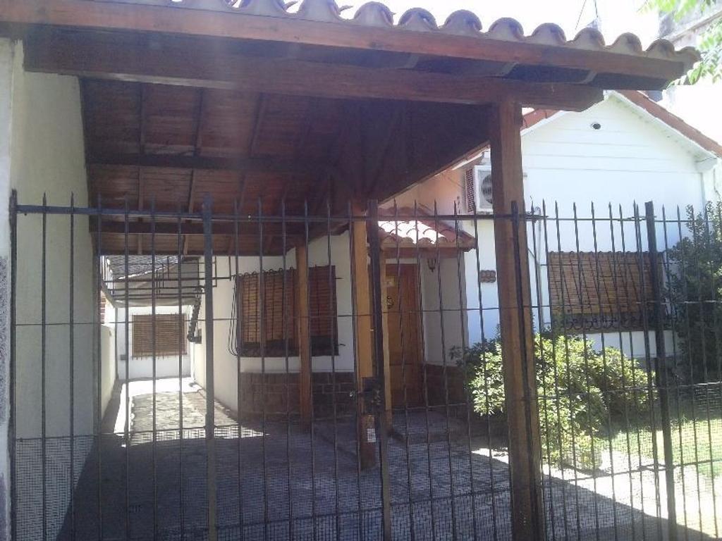 HERMOSA CASA CON FONDO Y QUINCHO