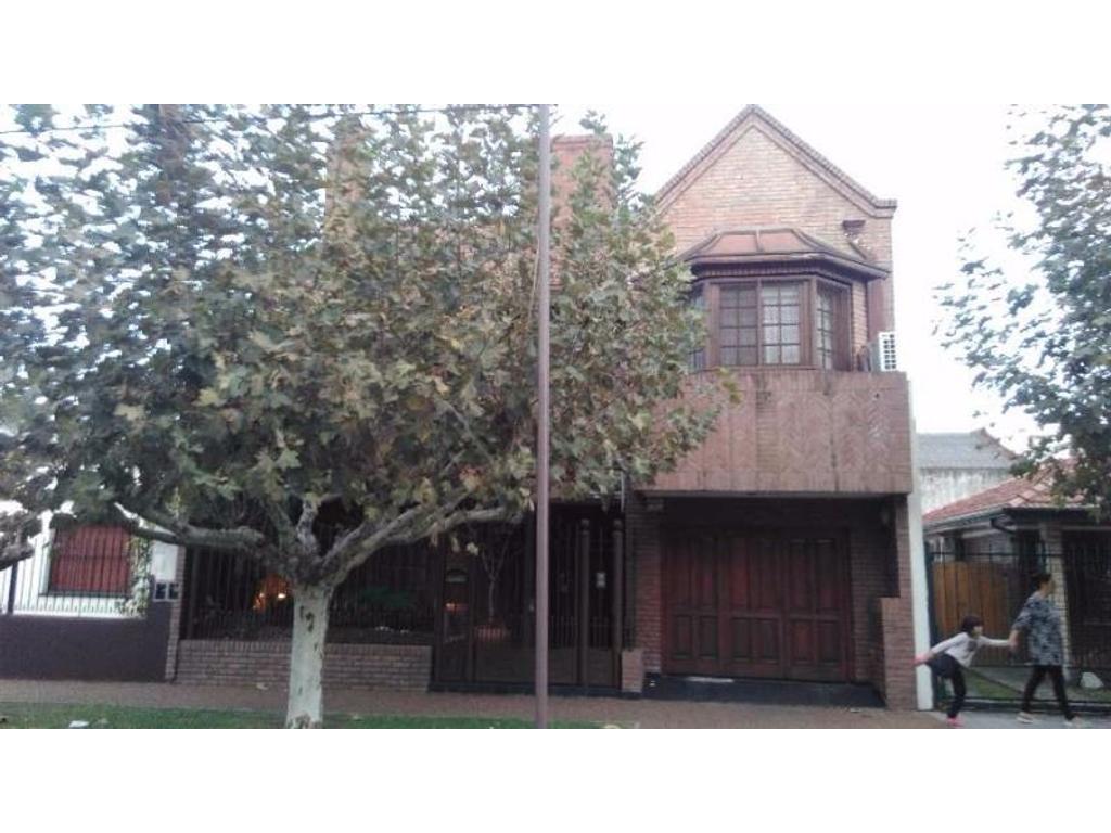 Casa de 5 ambientes, Quilmes oeste.