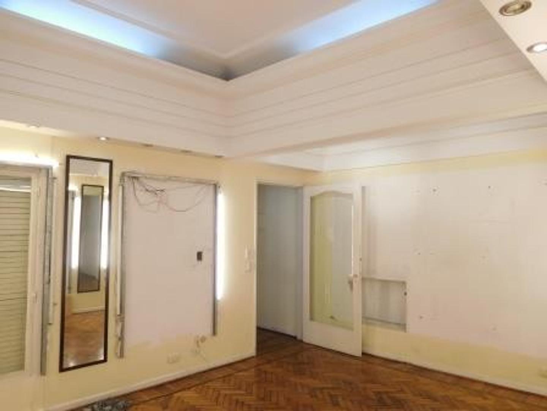 Apto profesional y comercial: Semi piso 3 amb frente con dep. y baulera grande.