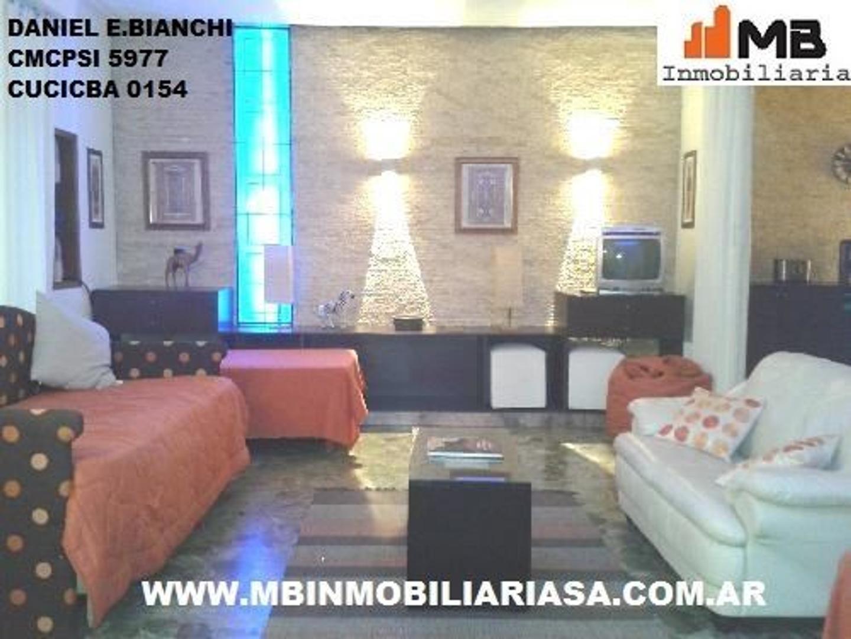 Almagro venta casa de 10 ambientes con terraza en Valentin Gomez al 3500