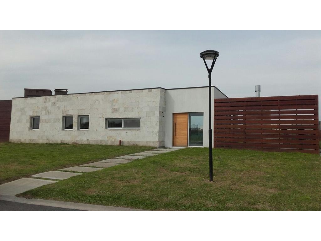 Casa 150 m2, 3 dormitorios en barrio Islas, El Cantón