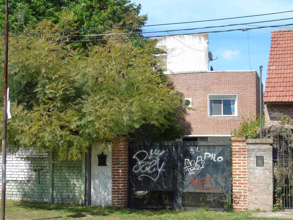 Casa en venta en City Bell Calle 28  esq. 475 Dacal Bienes Raices