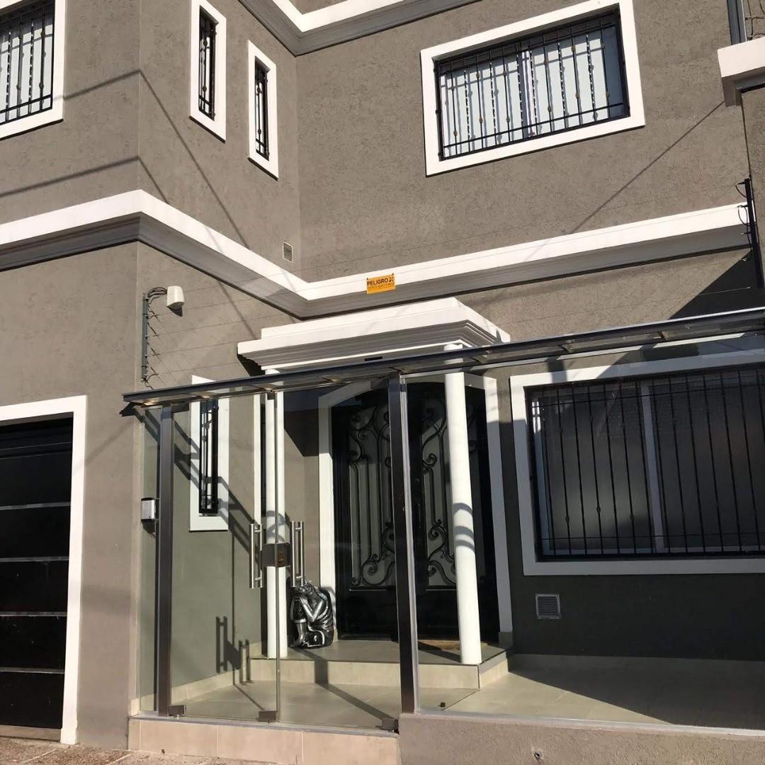 Casa en Venta - 7 ambientes -