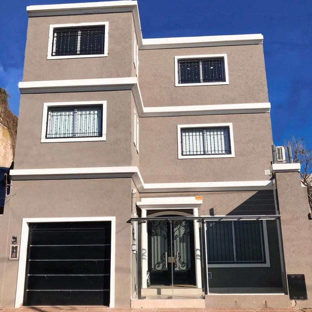Casa en Venta en Villa Sarmiento - 7 ambientes