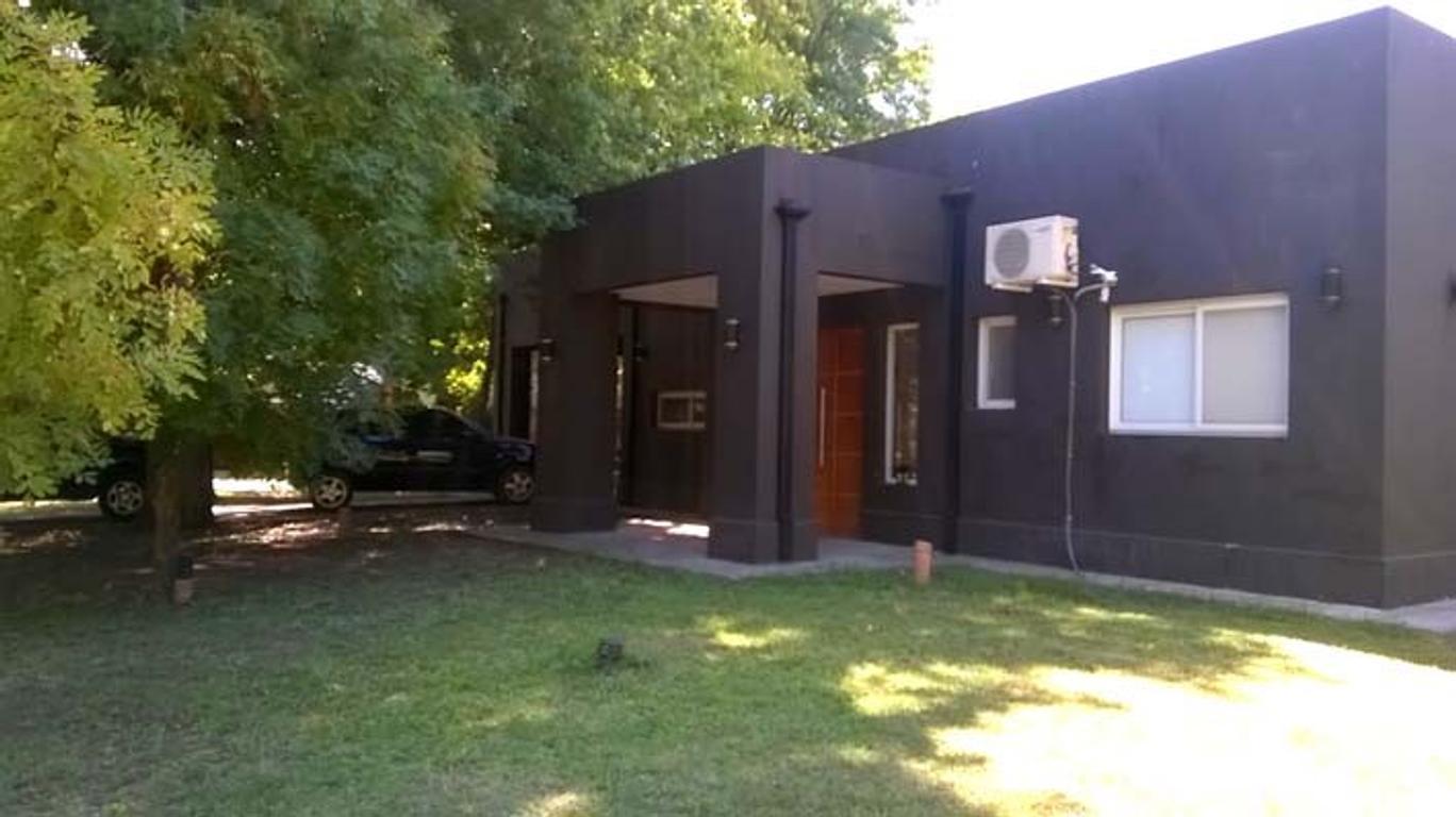 Casa de 2 dormitorios y habitación de servicio en B°Santa Maria Country Club - No apta crédito