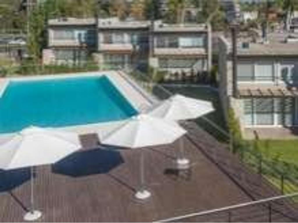 Duplex. Living/Comedor. 2 dormitorio(s) 1 suite con vest. 1 baño(s) 1 toilette(s). En bº cerr...