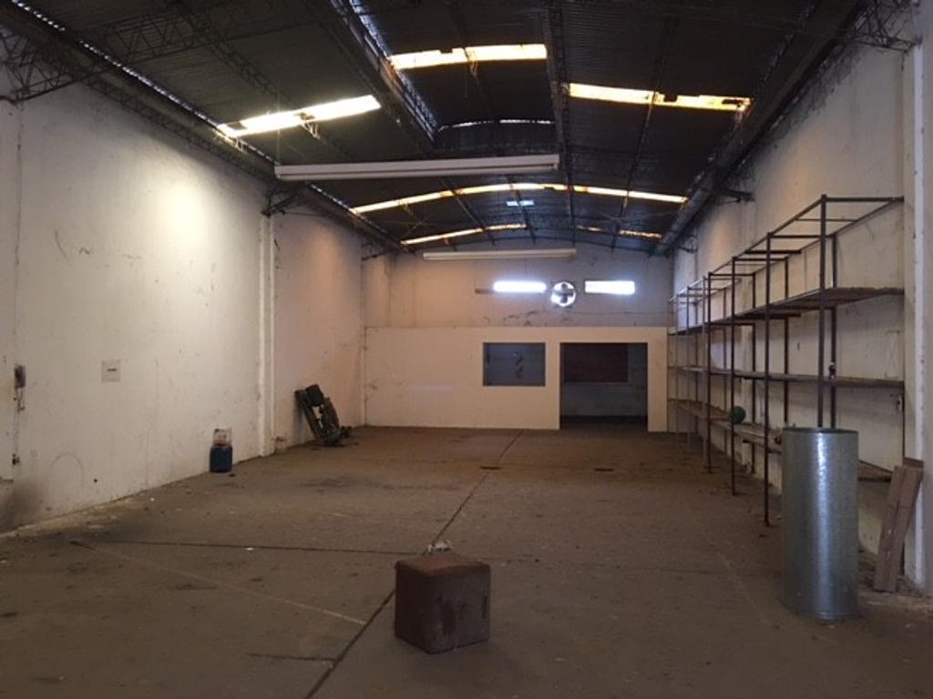 Galpón/depósito de 248 m2. Zona San Lorenzo y Lavalle