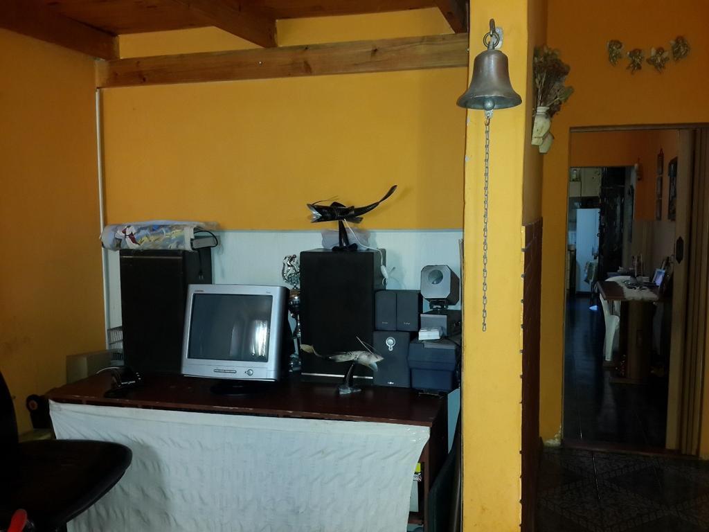 CASA AL FRENTE EN P.H. 5 AMBIENTES, 2 BAÑOS, ETC. CON GARAGE.