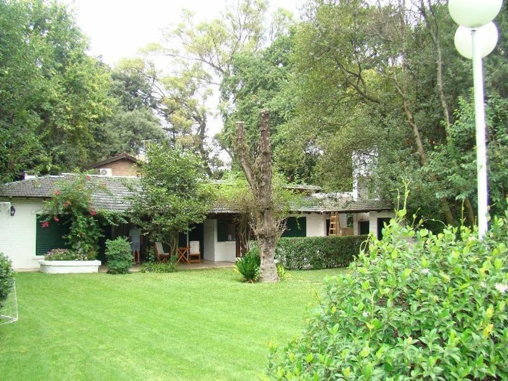 Parque Leloir Zona Capilla Chalet sobre 2 lotes de 600 m2 c/u ideal 2 compradores