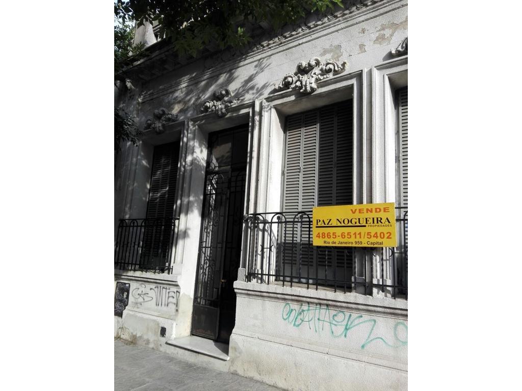 Excelente casa 4 ambientes antigua , Patio y Terraza , lote 8,66 x 20.00( Zonif  E3 ; Fot 3 )