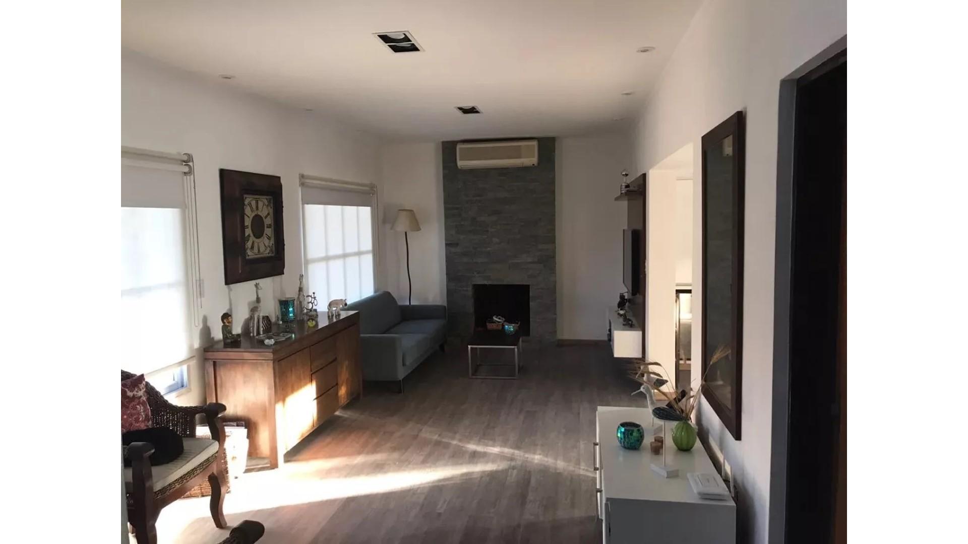 Moderna casa en Campos de Echeverría, 4 Dormitorios y piscina APTA CREDITO!