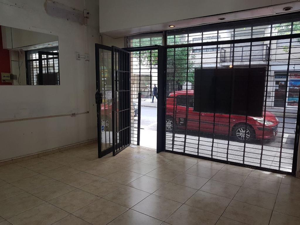 Alquiler local, Balvanera. Sin Expensas $ 8.000 Hipolito Yrigoyen 2200