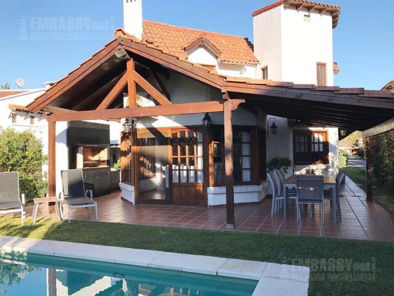 Muy linda casa en Aranjuez Country Club con Pileta!