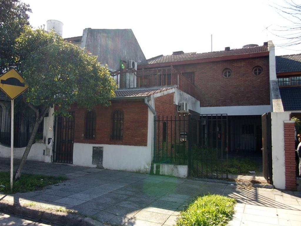 Casa en venta sobre Fonrouge al 3400 Lote 8,66 X 34,66 m *Excelente ubicación*