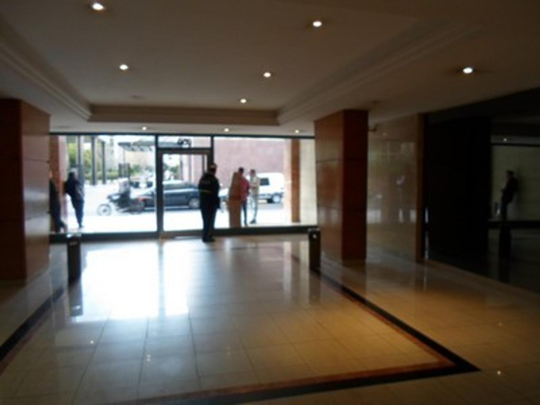 Excelente y Exclusivo 3 Ambientes al exterior, Balcon corrido. Edificio de Categoria. Vigilancia 24H