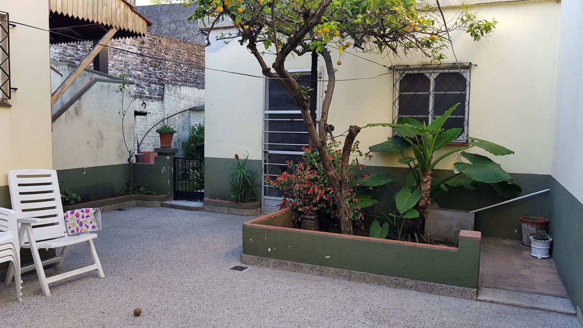 CASA 5 AMBIENTES EN 2 PLANTAS CON JARDÍN, COCHERA, FONDO LIBRE, SOBRE AVENIDA MITRE Y GRAN VIDRIERA  - Foto 23