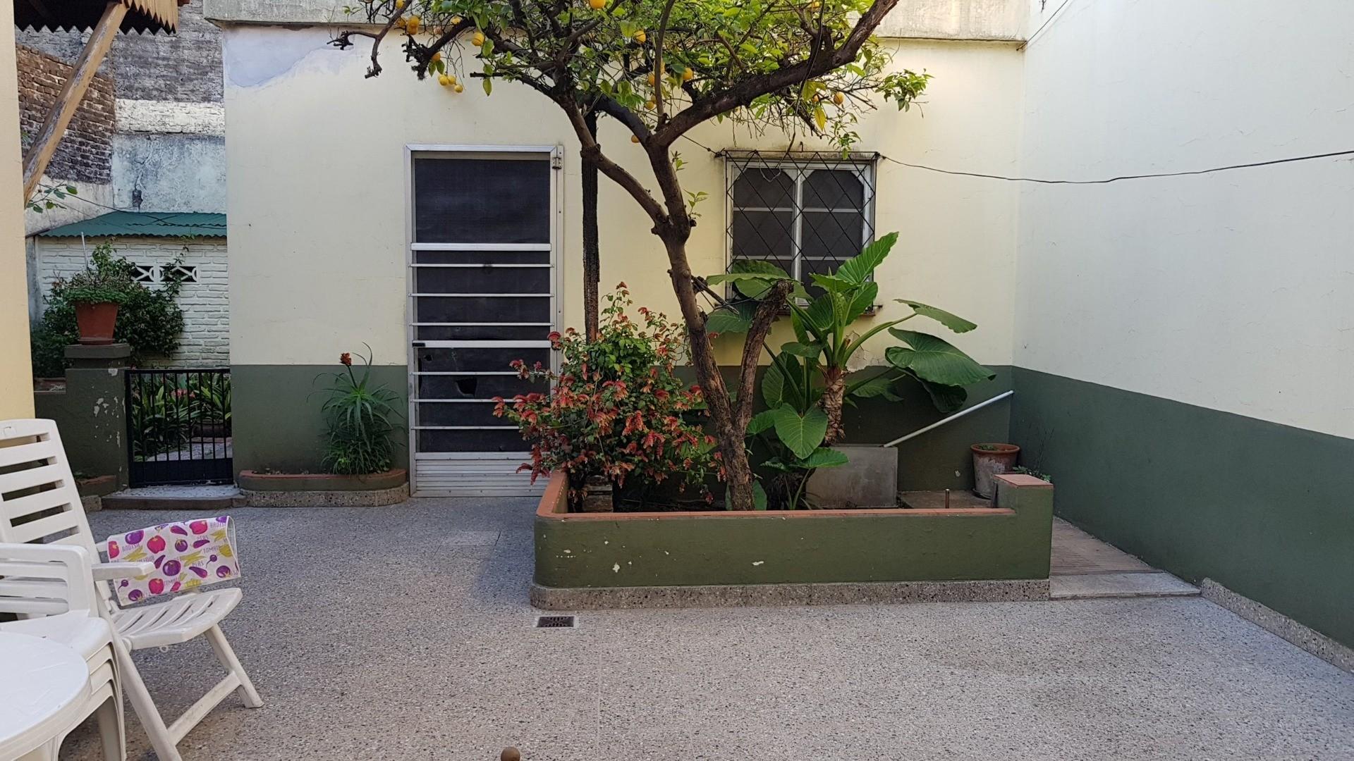 CASA 5 AMBIENTES EN 2 PLANTAS CON JARDÍN, COCHERA, FONDO LIBRE, SOBRE AVENIDA MITRE Y GRAN VIDRIERA  - Foto 22
