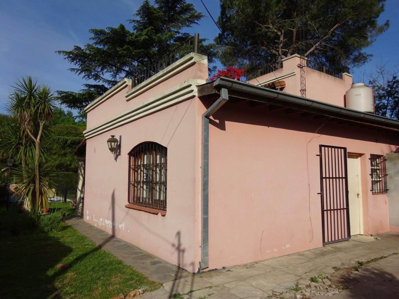 ROBLES DEL MONARCA - CASA  HERMOSO PARQUE - LA LONJA -  PILAR - MUY BUENA UBICACION