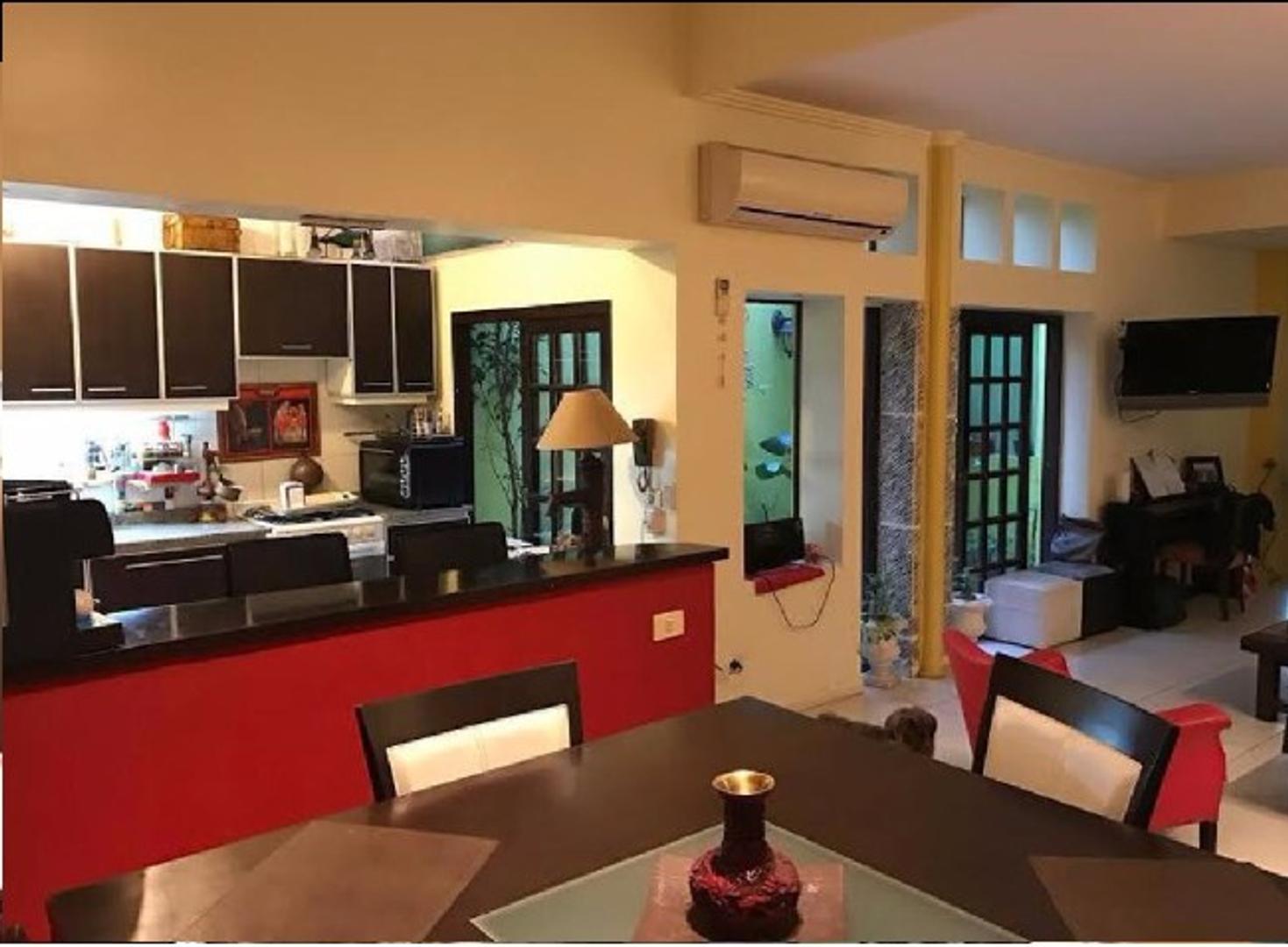 DUEÑO VENDE Casa 6 ambientes con cochera
