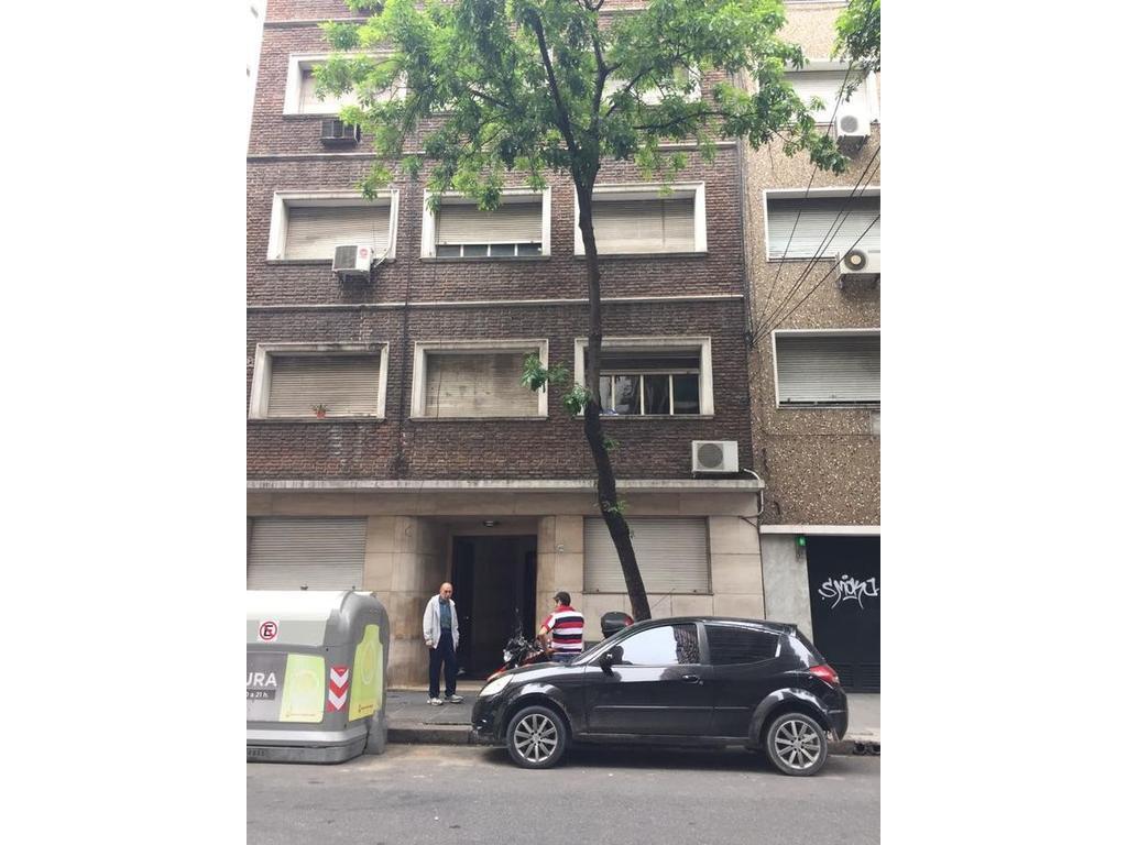Dos ambientes a la calle 1er piso por ascensor en Barrio Norte