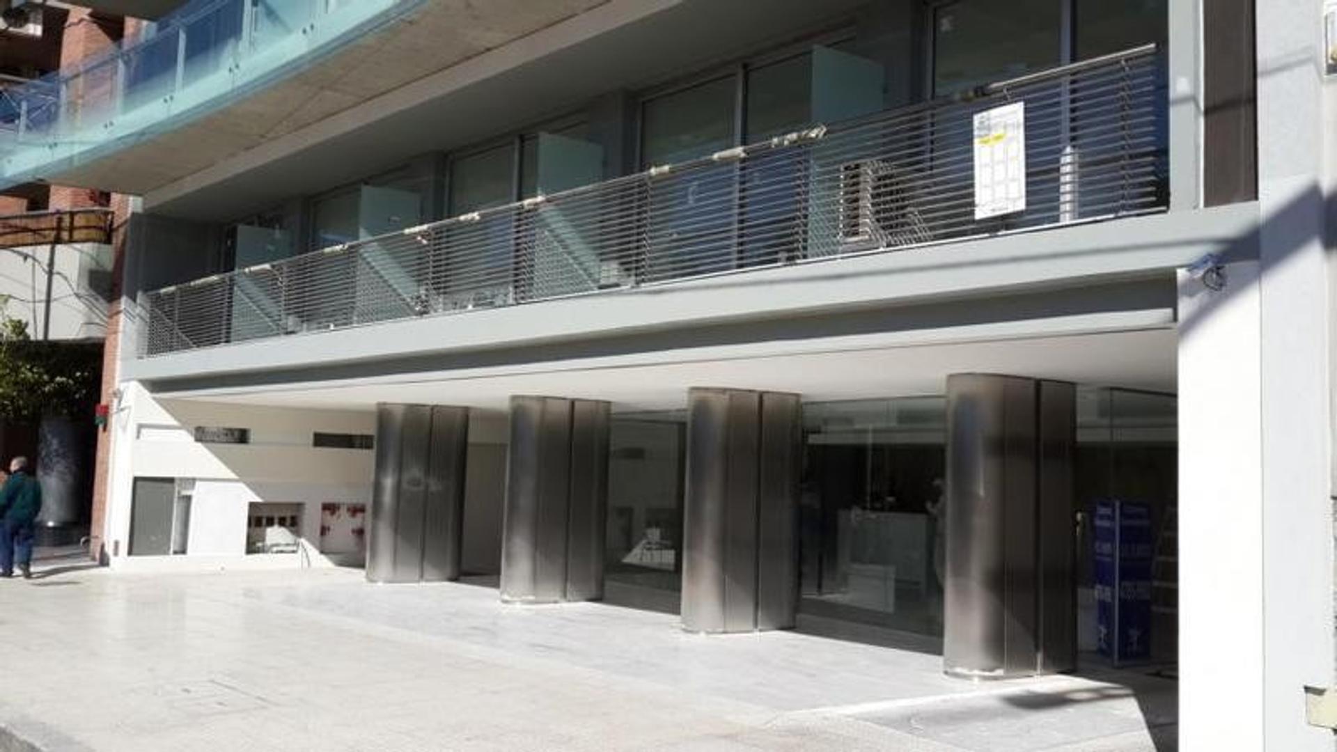 Excelente Dpto. de 2 Amb. en Edificio de Gran categoría con Cochera y Amenities de lujo