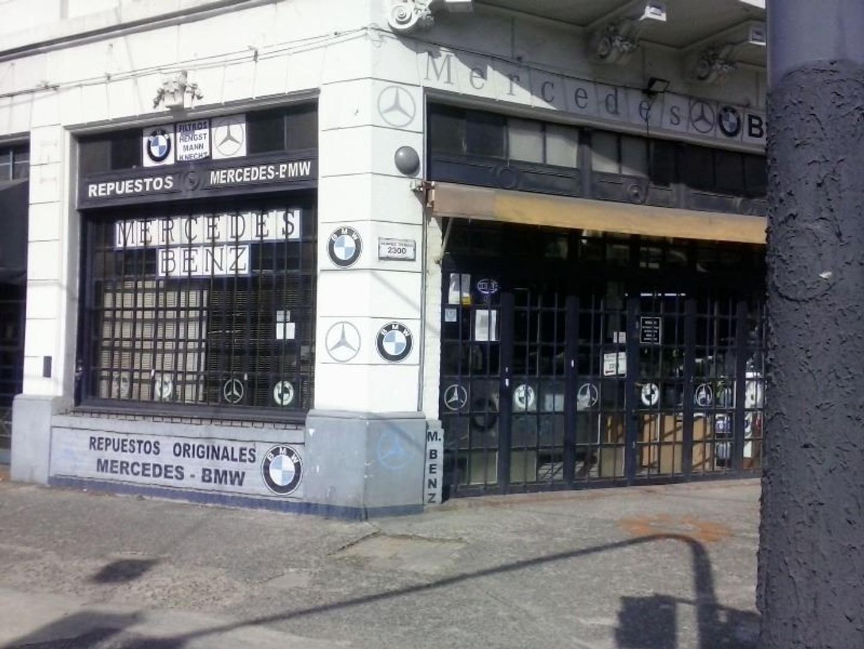 LOCAL COMERCIAL SOBRE AVENIDA ALVAREZ THOMAS Y LUGONES