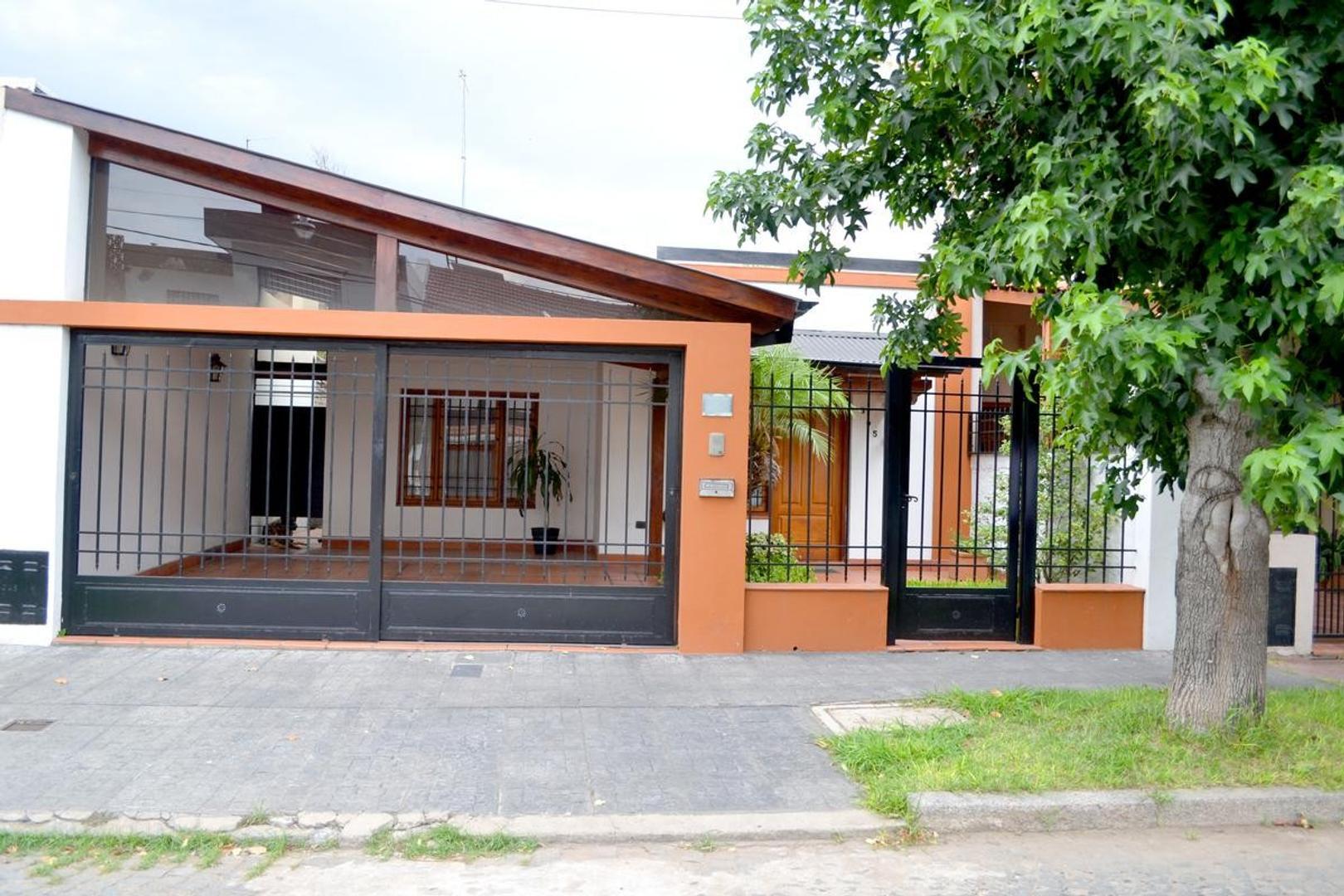 Casa en Venta Rosario Alberdi Jardín.