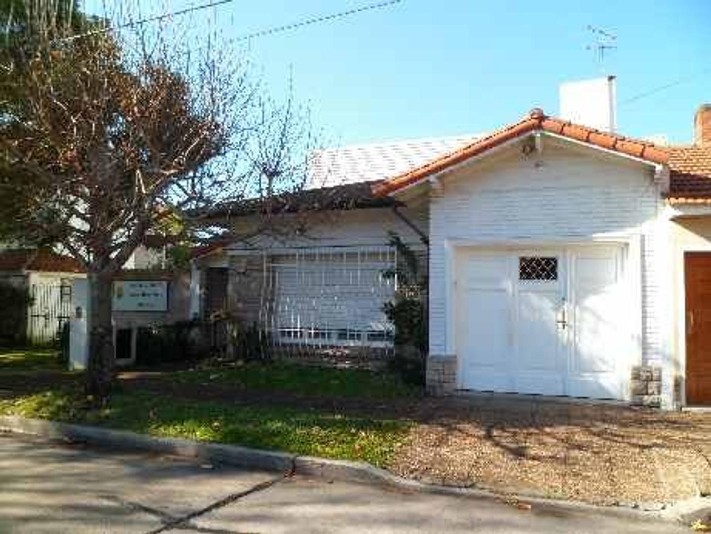 Casa en Venta en Barrio Parque. - 4 ambientes