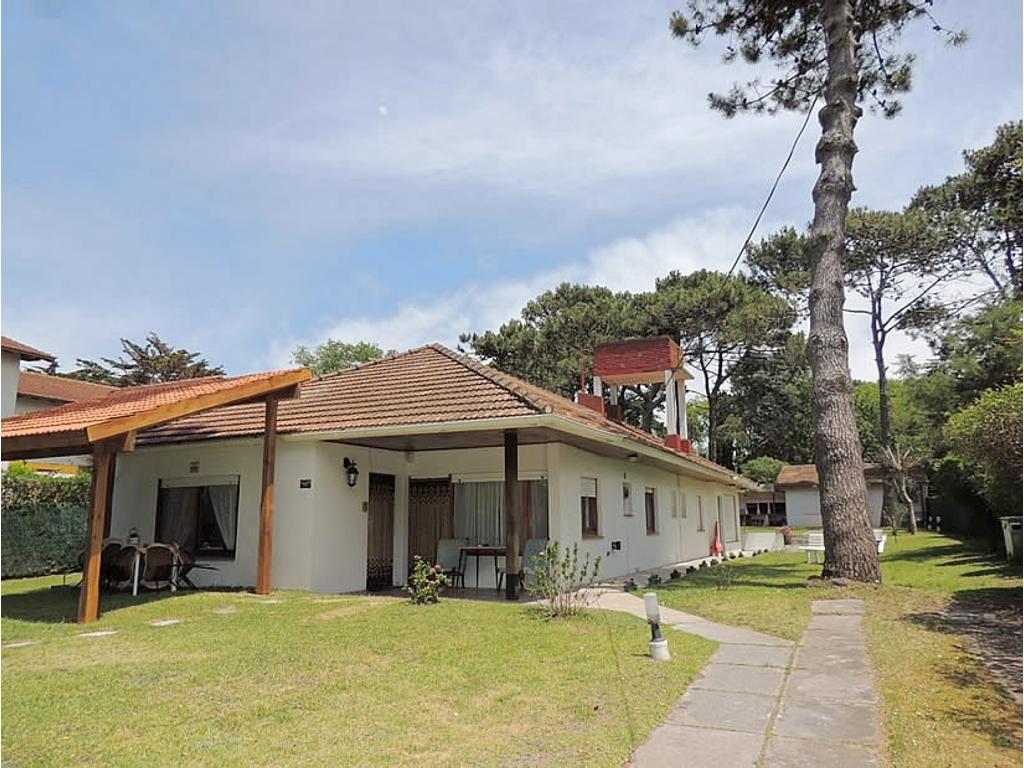 Casa En Alquiler Por Temporada En Alameda 205 840 Villa Gesell  # Muebles Villa Gesell
