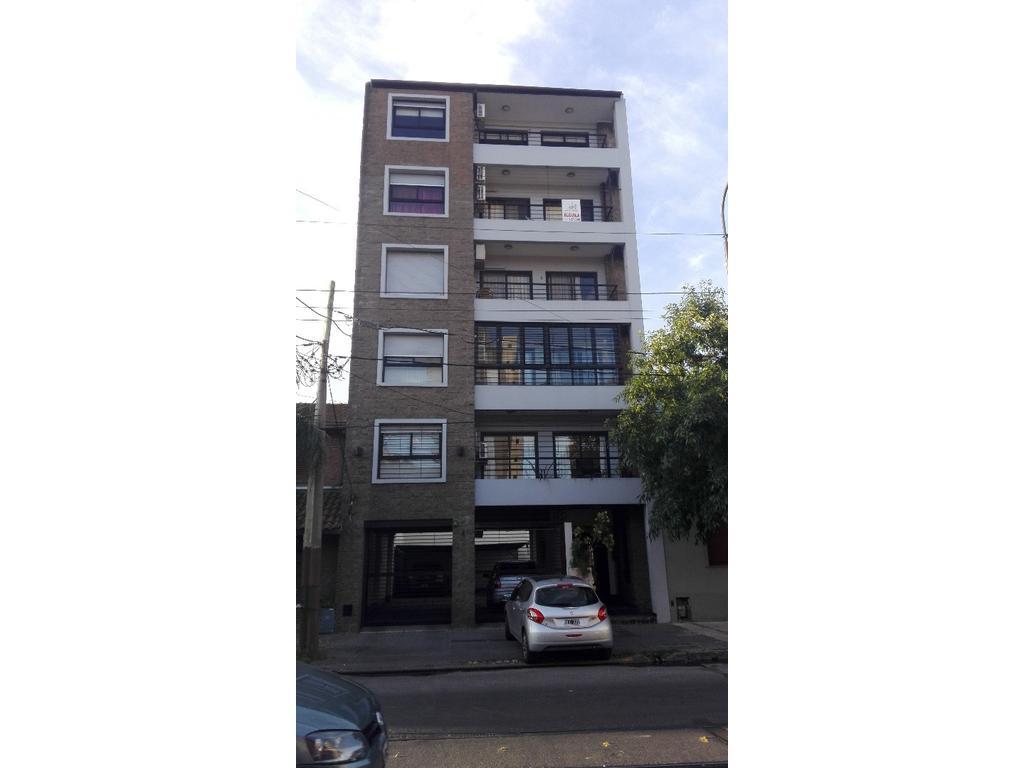 Dpto. 3 amb. c/cochera cubierta - Excelente ubicación - Facíl Acceso AU. Bs. As - La Plata
