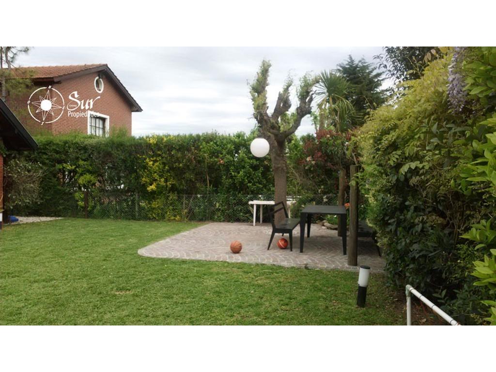 Hermosa Casa en dos plantas en Campos de Echeverria , 4 dormitorios, increíble parque , quincho