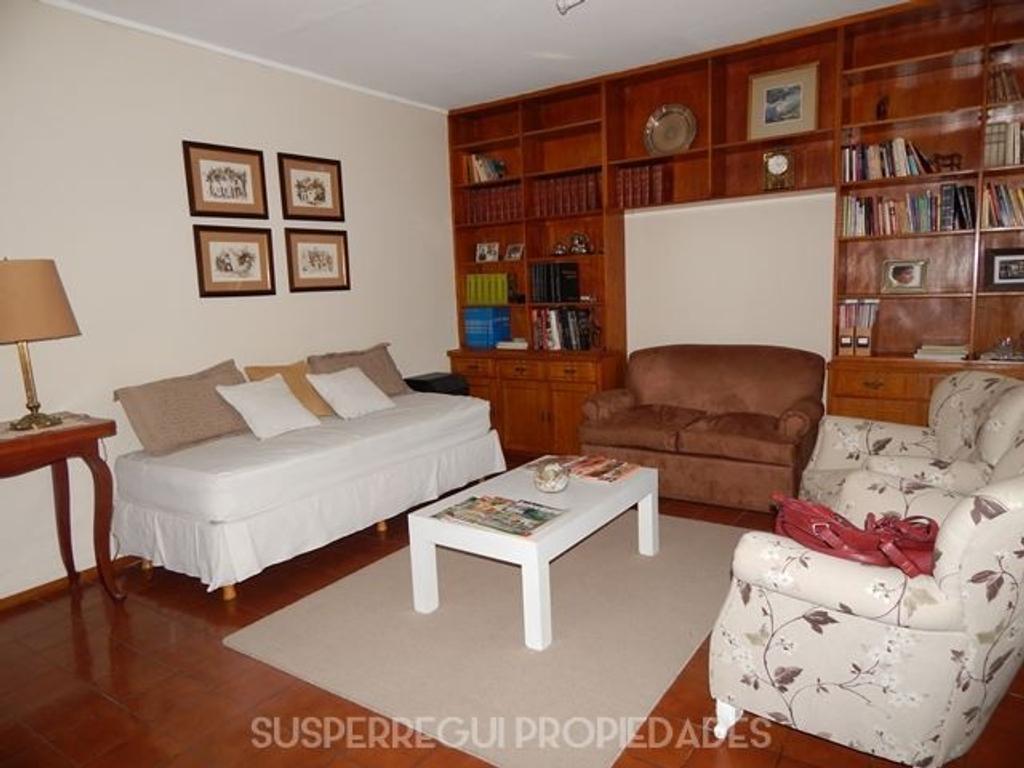 Casa de 3 Dormitorios con amplio fondo verde - Calle 6 e/ 66 y 67 La Plata