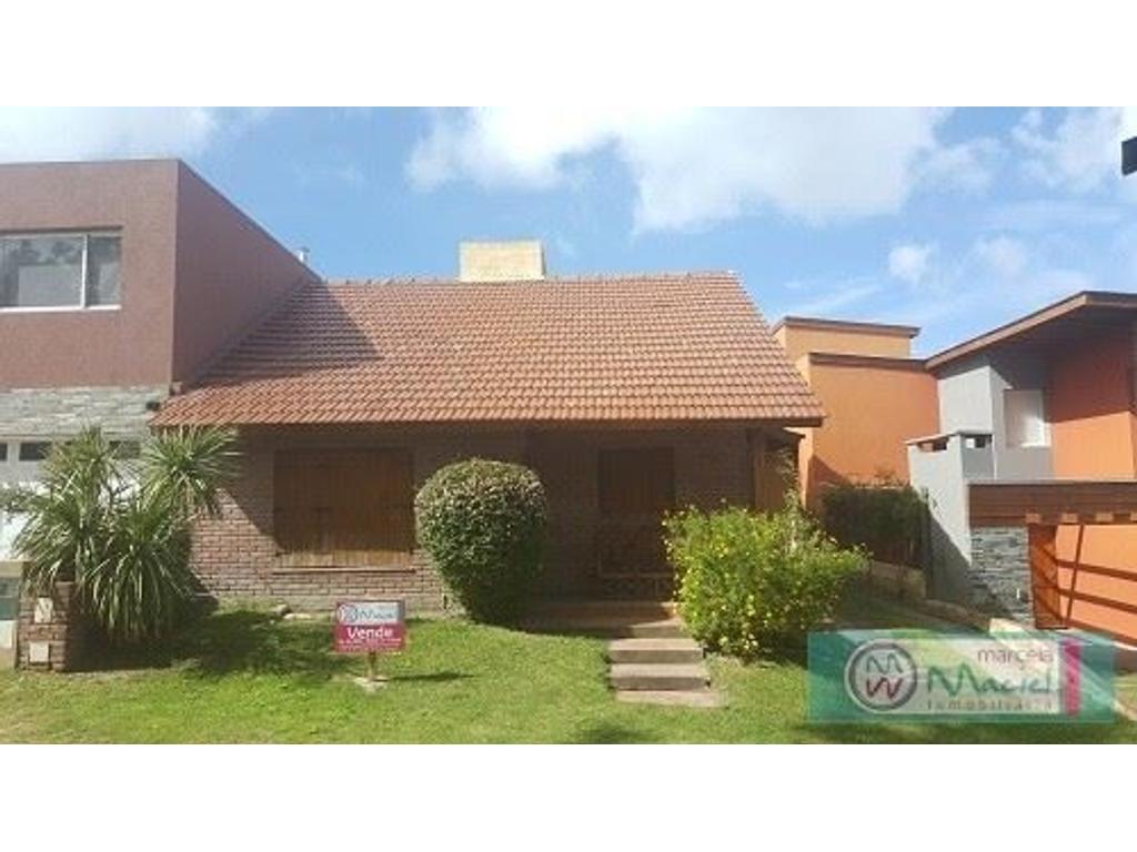 Casa En Venta En Avenida 4 Entre Paseo 140 Y 142 4200 Villa  # Muebles Villa Gesell