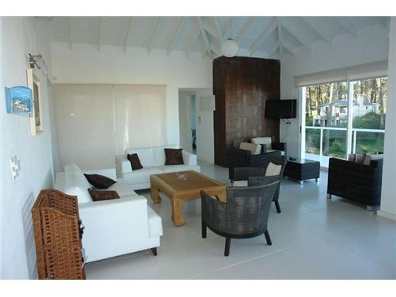 Casa en Alquiler Por Temporada - 10 ambientes - USD 18.500