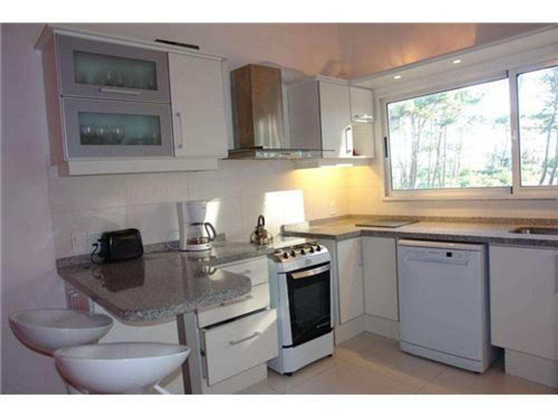 Casa - 280 m² | 6 dormitorios | 2 años