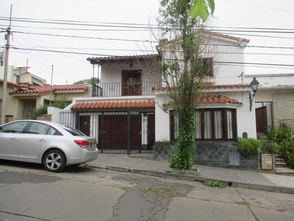 Vendo Casa en calle Rep. de Israel