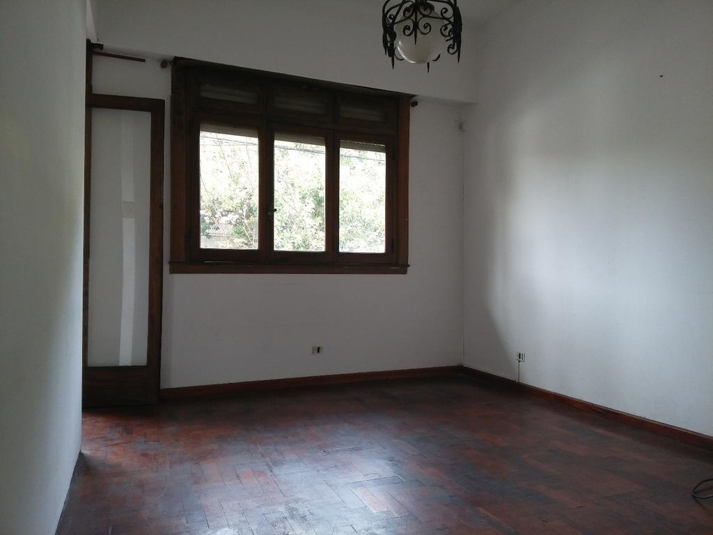 Departamento luminoso  1piso/esc Apto Crédito  21/2 ambientes/balcón Juan B justo 4300  Paternal