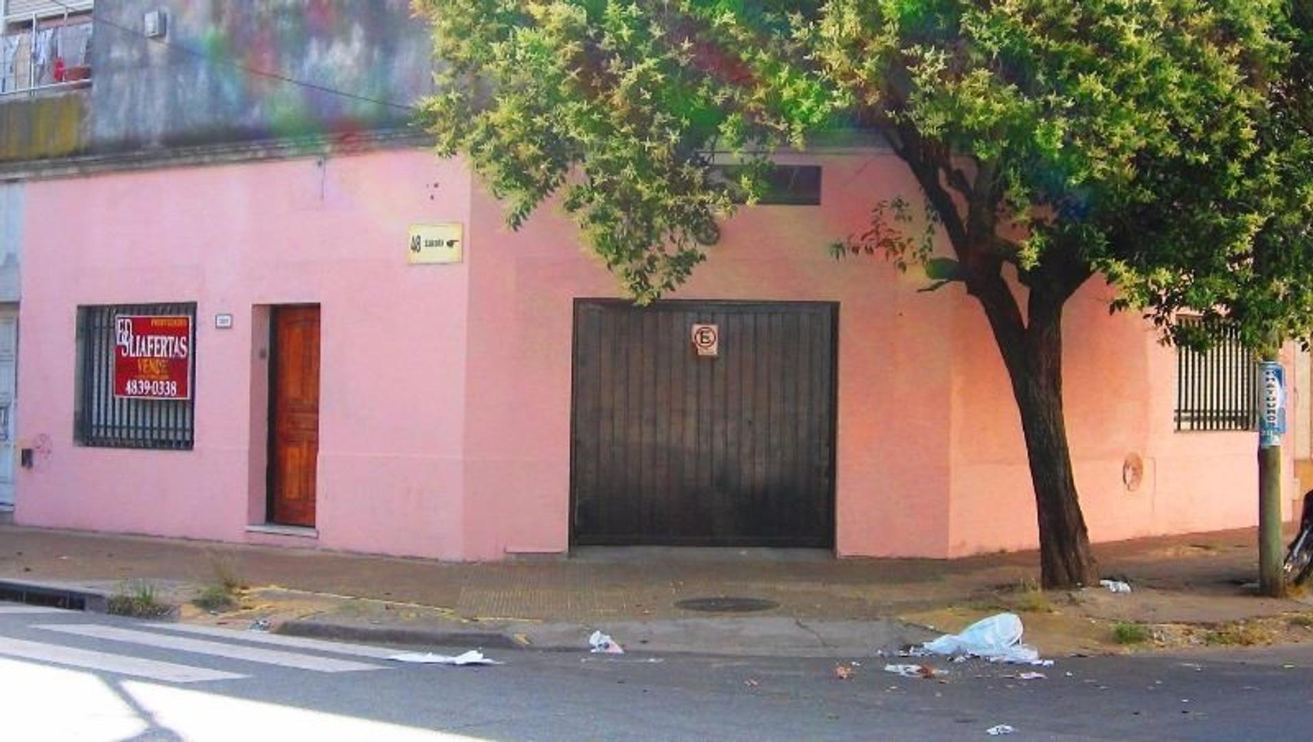 CASA TIPO PH DE 3 AMBIENTES Y GARAGE  Y PORTON LEVADIZO  (PH 223)