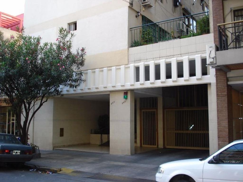 Excelente Dpto 2 amb Lateral en piso 11 con vista abierta, super luminoso.
