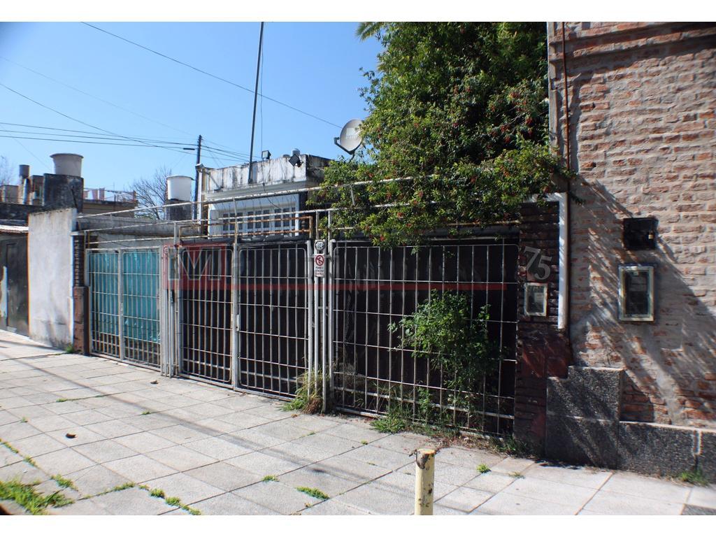 Venta Casa Lote Propio 3 Ambientes con Patio, Terraza, Cochera en Parque Avellaneda