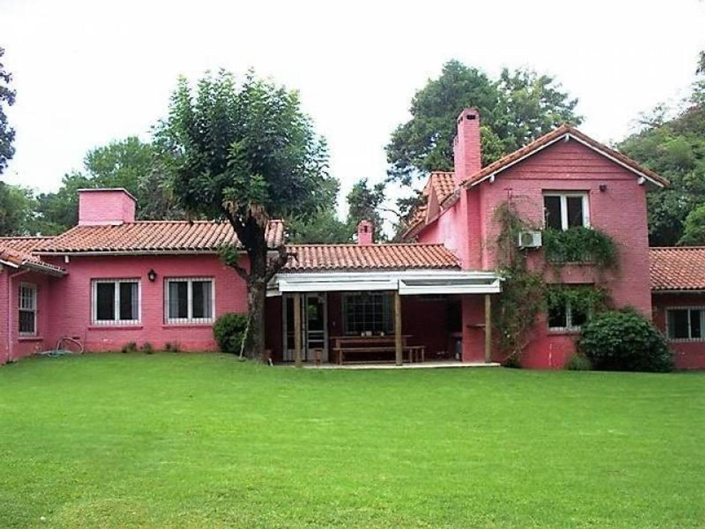 Excelente casa en Las Lomas de San Isidro.