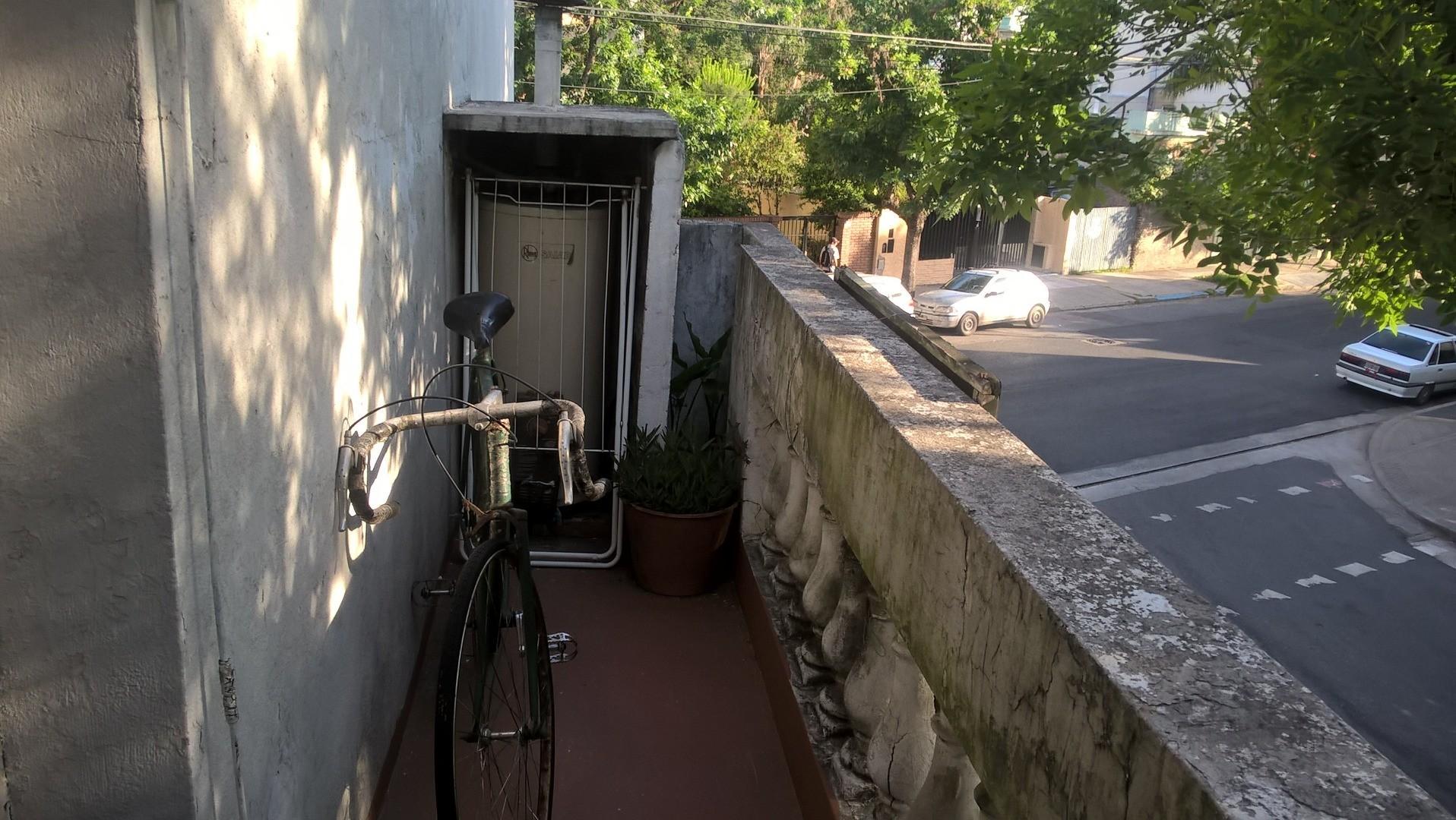 Departamento tipo casa 2 amb- 1er piso al frente sin expensas APTO CREDITO BANCARIO . Zona Floresta