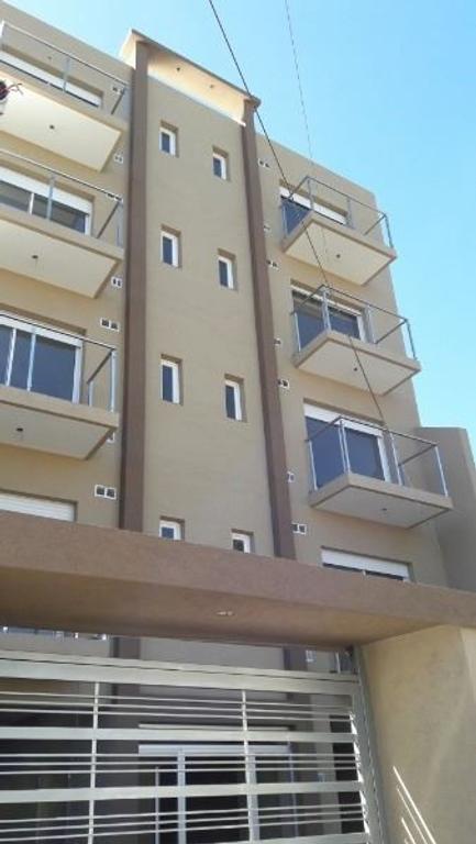 Venta Semipiso  2 1/2 Ambientes con Balcon y Cocheras Ramos Mejia
