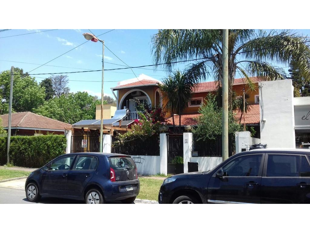 Casa en City Bell entre caminos. Calle 14c entre 473 y 473 bis