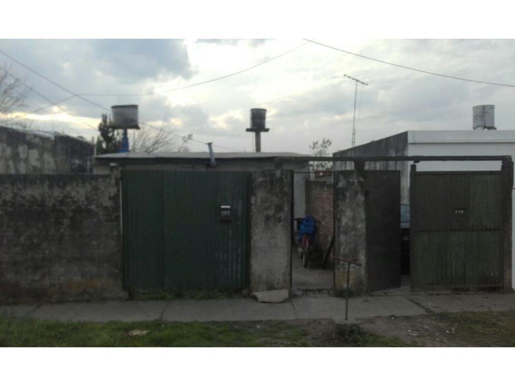 Dos viviendas a 4 cuadras de la estacion