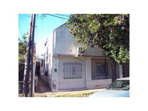 Casa PH al medio, de 3 amb. en planta baja en venta en Carapachay!!